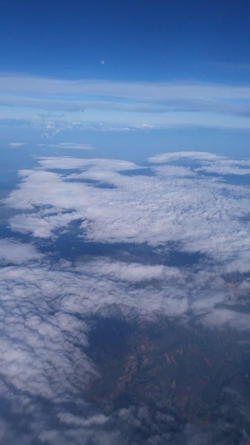 W powietrzu płaskiej przejażdżki pogodny niebo obraz royalty free