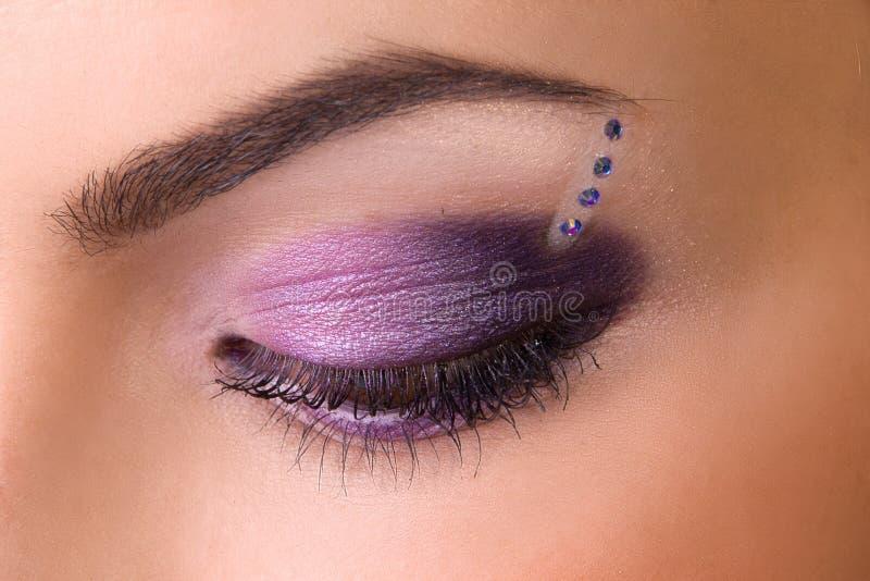 W purpurach fachowy makijaż obrazy stock