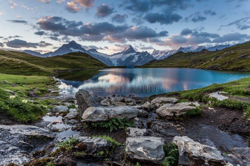 W Ranek jeziorny Bachalpsee zdjęcie royalty free