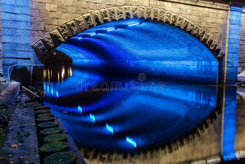 W Riga iluminujący most obraz royalty free