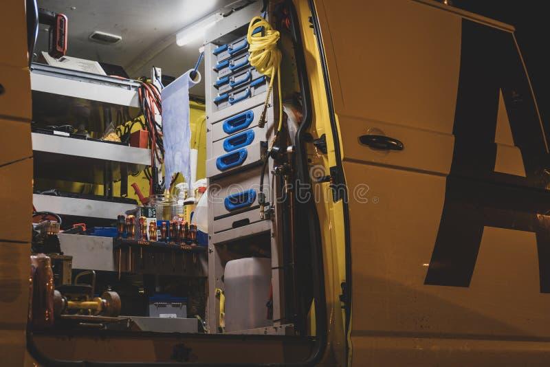 W?rodku pobocze ratuneku samochodu dostawczego AA w Zjednoczone Kr?lestwo zdjęcie stock