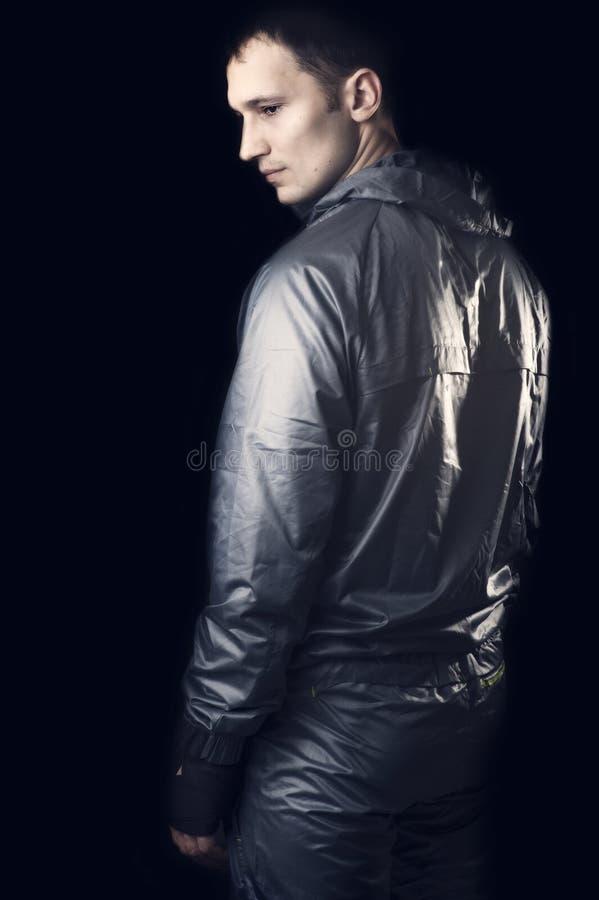 W sportswear młody przystojny mężczyzna fotografia stock
