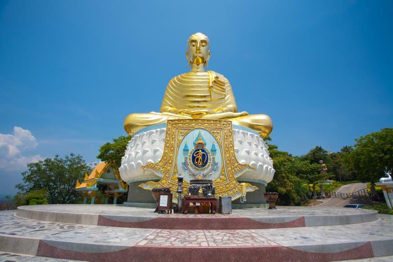 W Tajlandia szanujący Złoty Buddha zdjęcia stock