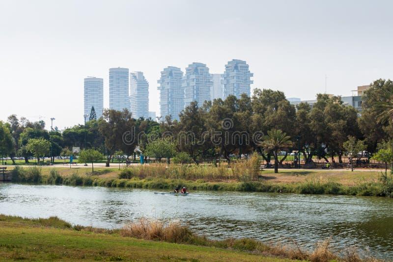 W tel aviv Yarkon rzeka obraz stock