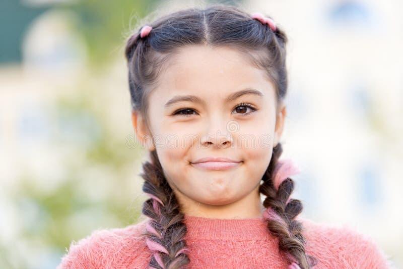 w?tpienia niekt?re Szczery emocjonalny dzieciak Dziewczyny emocjonalna twarz My?li i w?tpienia poj?cie Dzieciak wątpliwa piękna t obrazy royalty free