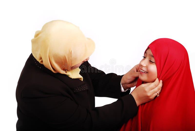 W tradycyjnym młoda muzułmańska kobieta odziewa z li zdjęcie royalty free