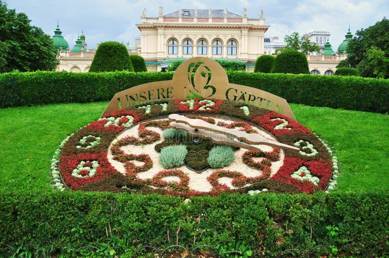 W Wiedeń kwiatu zegar zdjęcia royalty free