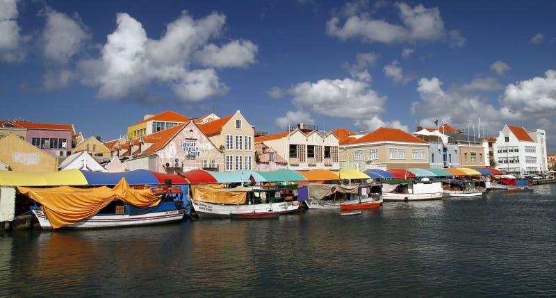 W Willemstad kolorowy Spławowy Rynek, Curacao zdjęcie royalty free