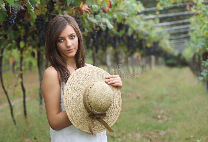W winorośli dziewczyna piękny portret fotografia royalty free