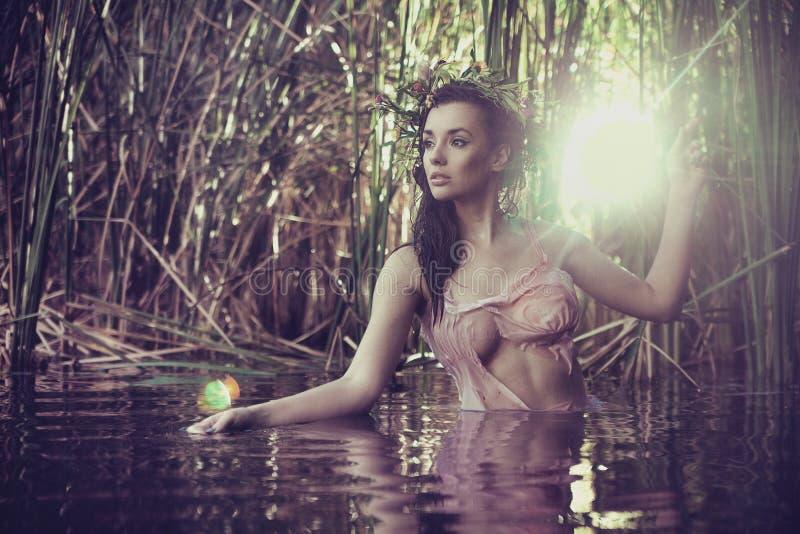 W wodzie seksowna kobieta obrazy royalty free