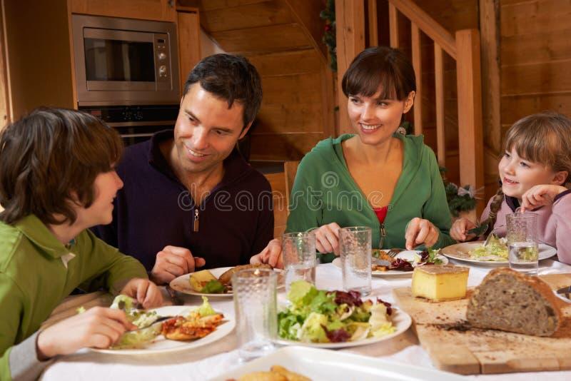 W Wpólnie Alpejskim Szalecie TARGET1499_0_ rodzina Posiłek obraz royalty free