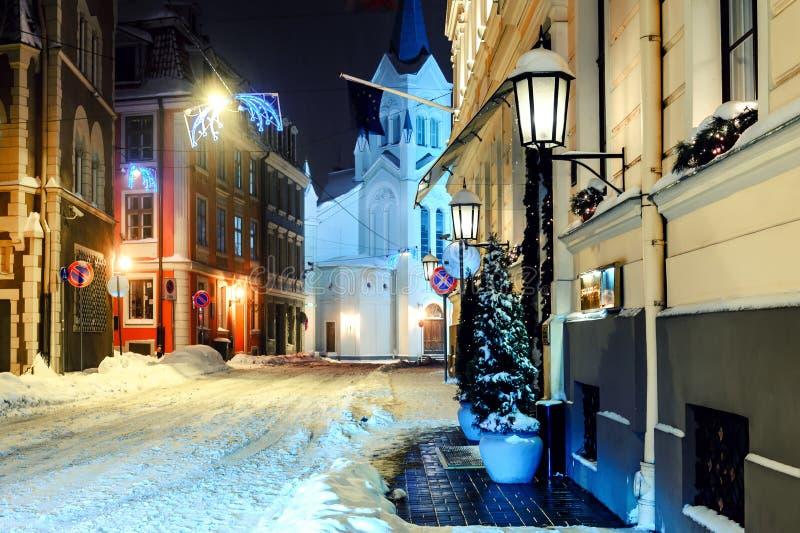 W zima noc miasteczko zdjęcie stock