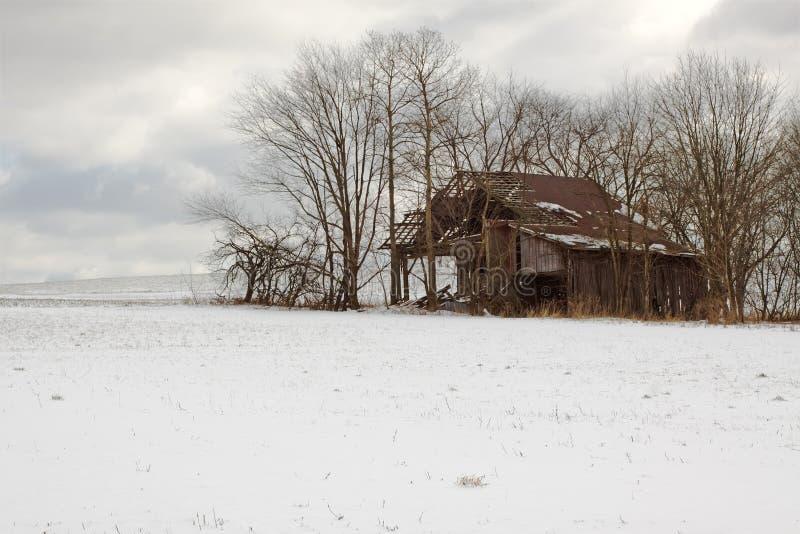 W Zima stara Stajnia fotografia royalty free