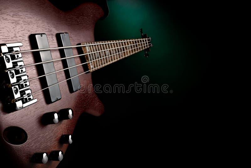 Wałkoni się basową gitarę obrazy stock