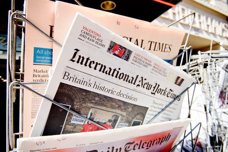 Ważni Międzynarodowi magazyny gazetowi o Brexit rezultacie fotografia stock