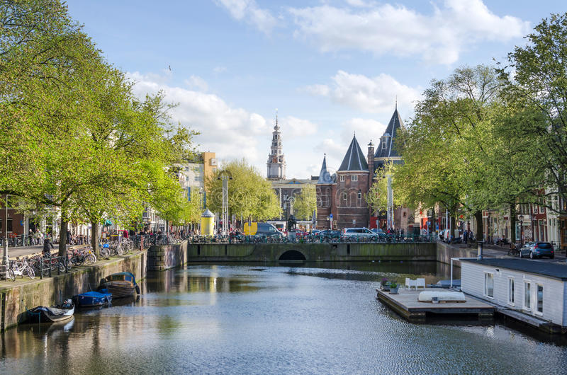Waag (weeg huis) op Nieuwmarkt-vierkant in Amsterdam royalty-vrije stock afbeelding