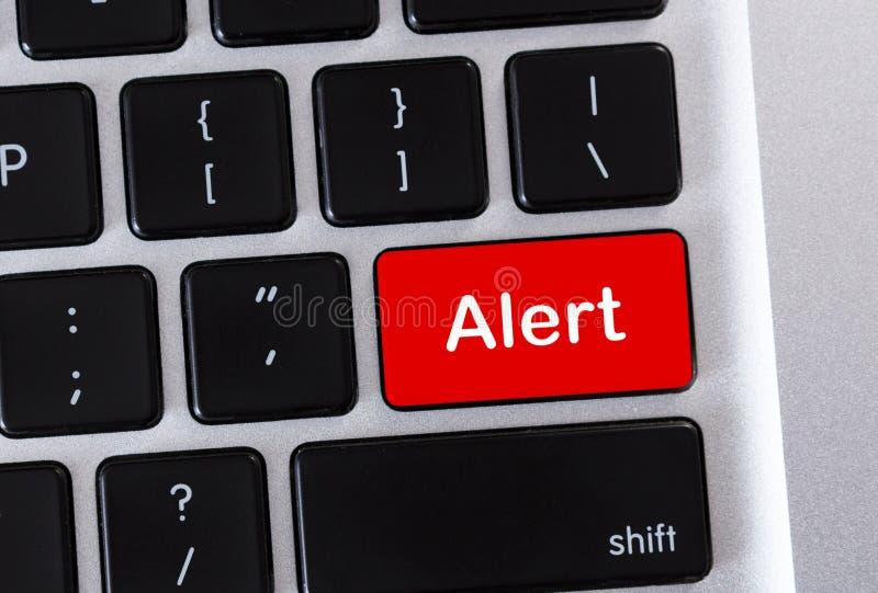Waakzaam woord op de rode knoop van het computertoetsenbord royalty-vrije illustratie
