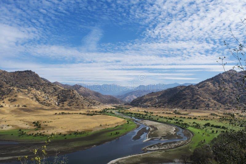 Waar de rivier woestijn ontmoet stock fotografie