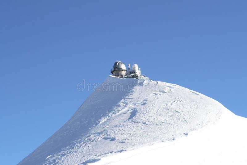 Waarnemingscentrum boven berg stock afbeelding
