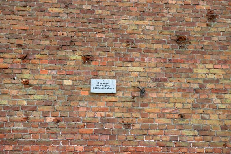 Waarschuwing over het gevaar van instorting van de muur stock afbeelding