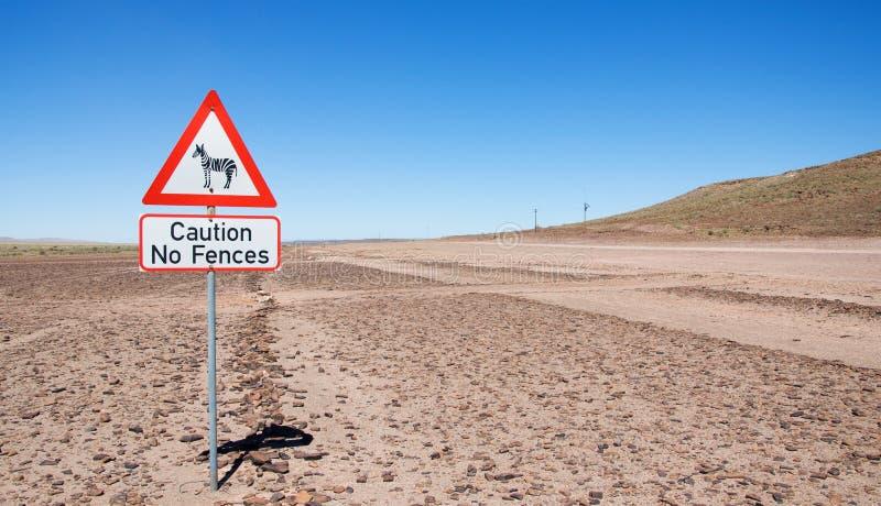 Waarschuwing van verkeersteken - zebras op de weg stock foto