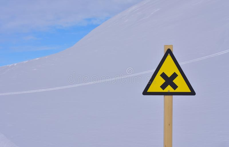 Waarschuwingssein op skihelling royalty-vrije stock fotografie
