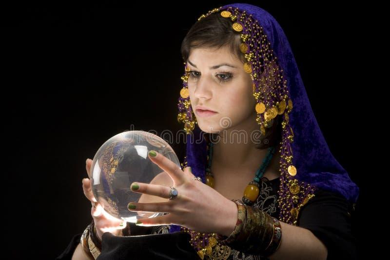 Waarzegger met Kristallen bol royalty-vrije stock afbeeldingen