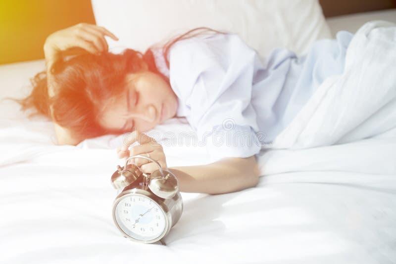 Wachen Sie, es ist Zeit für, das Morgenlicht sich vorzubereiten zu beginnen auf stockfotografie