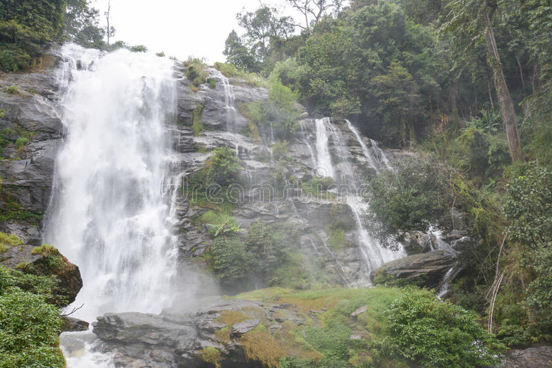 Wachiratha waterfal dans Doi Inthanon, Chiangmai, Thaïlande image stock