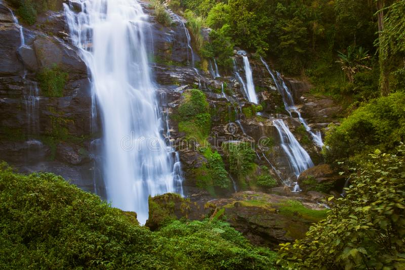 Wachirathan vattenfall i Doi Inthanon royaltyfri foto