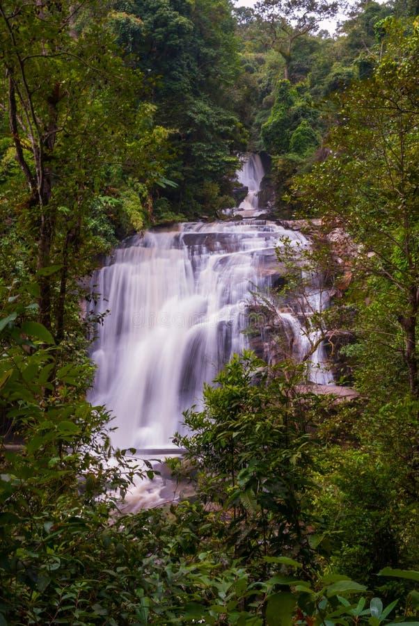 Wachirathan vattenfall, Thailand royaltyfria foton