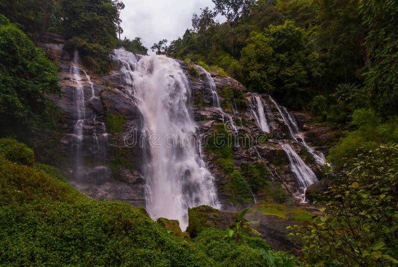 Wachirathan vattenfall, Thailand arkivfoton