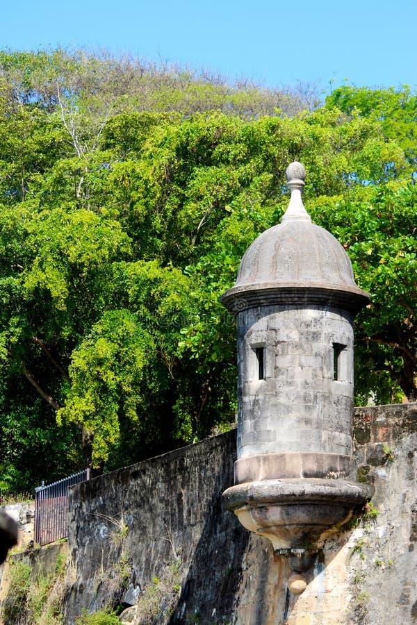 Wachkasten auf einer alten Stadtmauer lizenzfreie stockfotografie