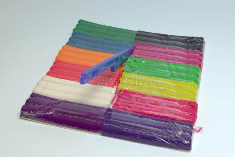 Wachs Plasticine mehrfarbiger Satz mit dem Modellieren des Werkzeugs, Beschneidungspfad lizenzfreie stockfotografie