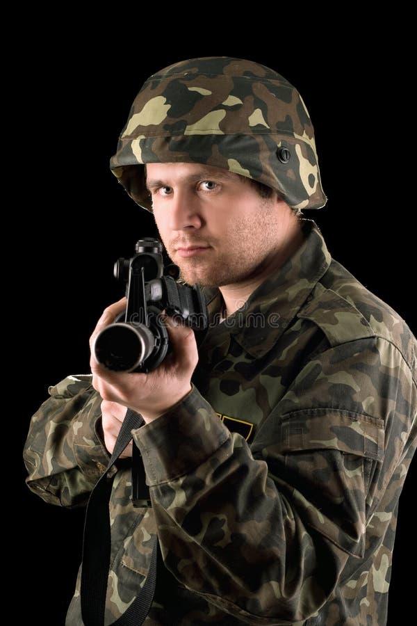 Wachsamer Soldat mit m16 lizenzfreies stockfoto