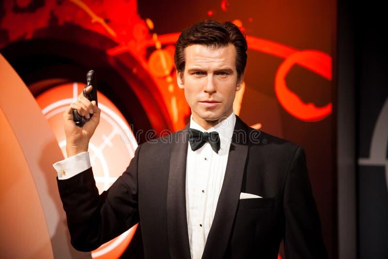 Wachsfigur von Pierce Brosnan als Mittel James Bonds 007 in Museum Madame Tussauds Wax in Amsterdam, die Niederlande lizenzfreies stockfoto