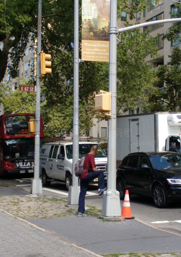 Wachtend bij 5de Weg en van het Oosten zevenenzestigste Straat, NYC, de V.S. royalty-vrije stock foto's