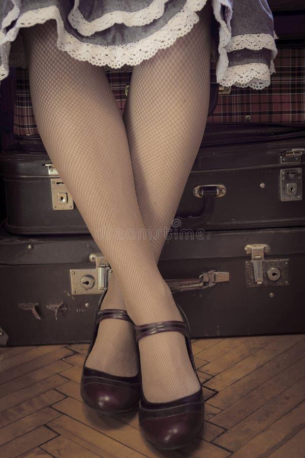 Wachtend op retro koffers, royalty-vrije stock foto