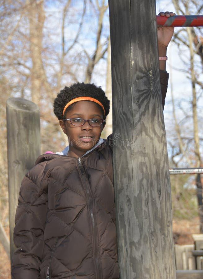 Wachtend zwart meisje stock foto's