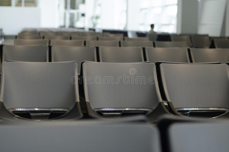 Wachtkamer voor passagiers bij Luchthavenzitkamer stock afbeelding