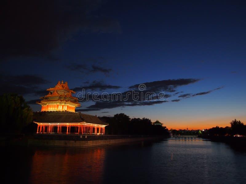 Wachturm der verbotenen Stadt am Abend. stockbild