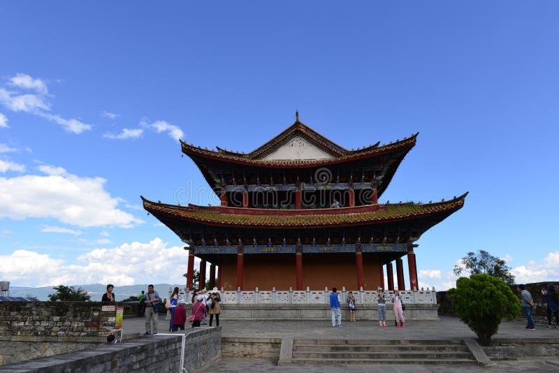 Wachturm und Stadtmauer in Dali, China lizenzfreie stockfotos