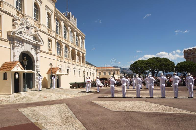 Wachtverandering bij het Paleis van de Prins van Monaco stock foto's