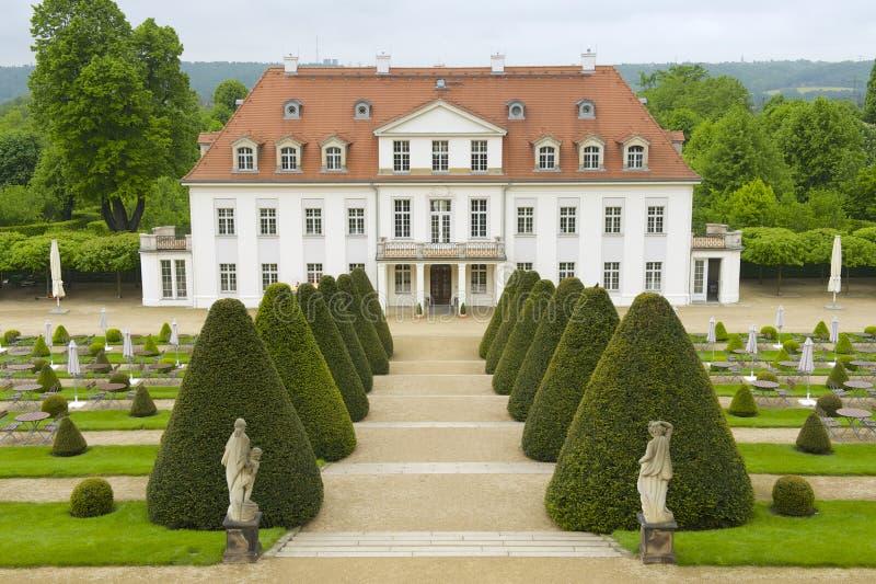 Wackerbarth城堡晚春,拉德博伊尔,德国 免版税库存图片