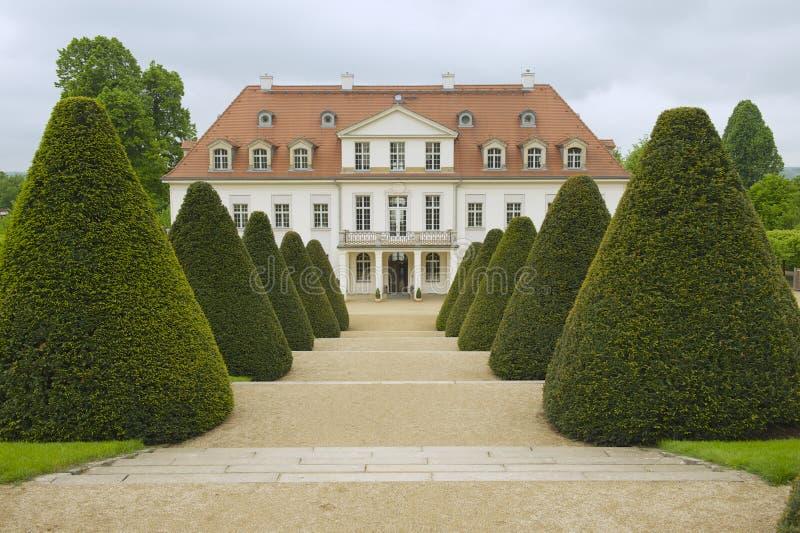 Wackerbarthkasteel in de recente lente, Radebeul, Duitsland royalty-vrije stock foto's