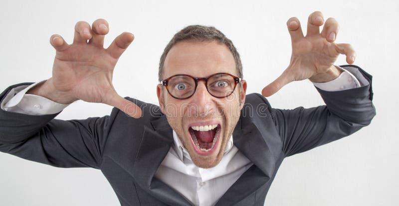 Wacky jaren '40manager die een zenuwinstorting hebben die als monster spelen stock foto's