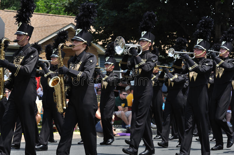 Download Waconia High School Marching Band In A Parade Editorial Stock Image - Image: 19020754