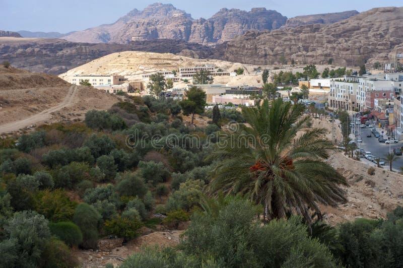 Wadi Musa, kleine stad dichtbij Petra, Jordanië stock afbeelding