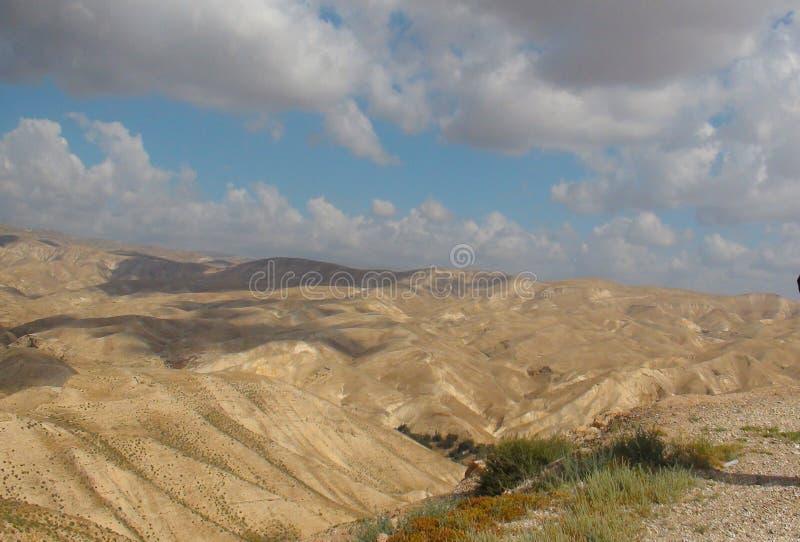 Wadi Qelt in Judean-woestijn dichtbij Jericho, aard, steen, rots en oase Unseen, onbekende, onverkende plaatsen, verborgen reis royalty-vrije stock foto