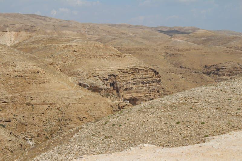 Wadi Qelt in Judean-woestijn dichtbij Jericho, aard, steen, rots en oase Unseen, onbekende, onverkende plaatsen, verborgen reis royalty-vrije stock afbeeldingen